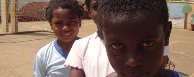 Crianças da Comunidade Tia Eva, em Campo Grande