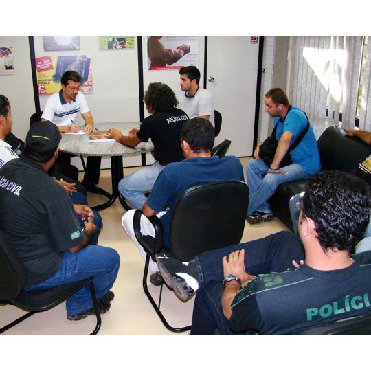 Deputado Pedro Kemp ouve reivindicações de Policiais Civis