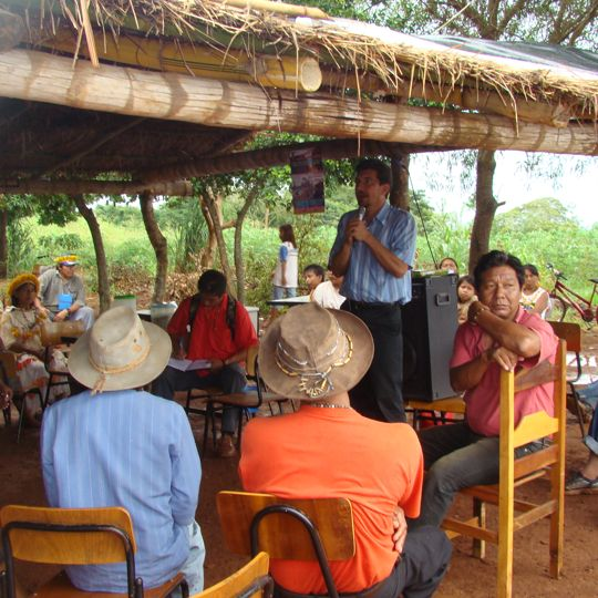 Parlamentar debate com indígenas situação do povo Kaiowá Guarani