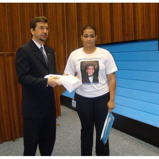 Fernanda, mãe do menino Linkon - vítima da meningite bacteriana
