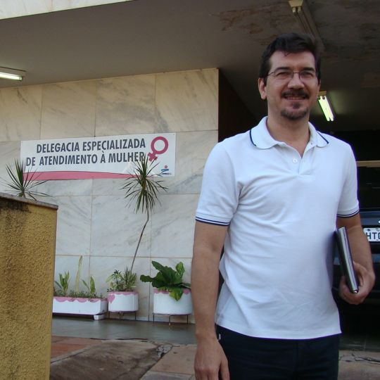 Pedro Kemp visita a delegacia da Mulher