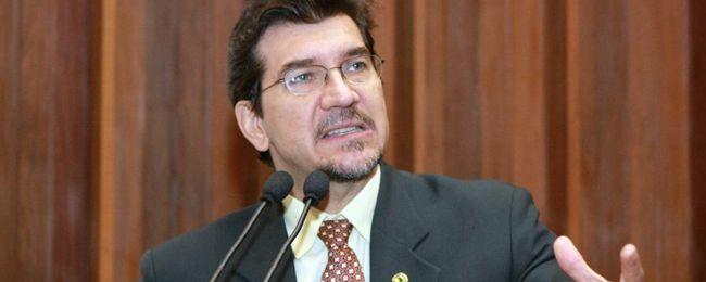 Parlamentar lamentou a falta de transparência no processo de distribuição de casas.